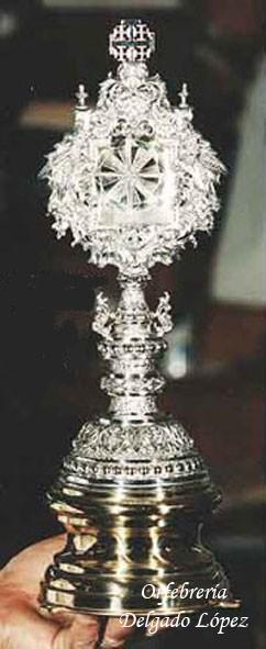 Ostensorio en plata de ley y de estilo neobarroco para la Hermandad de Jesús Nazareno de Utrera