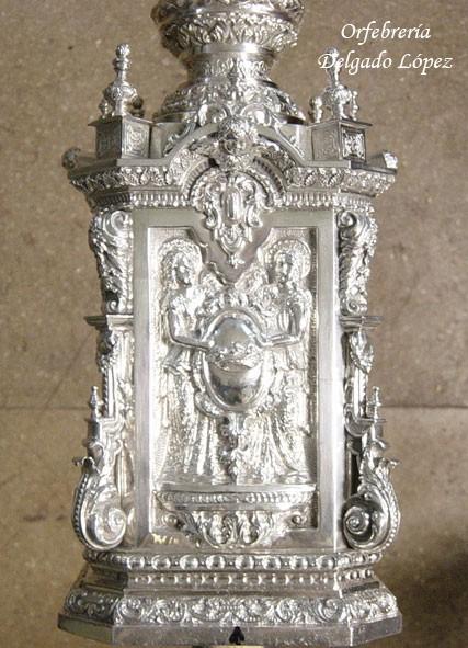 Basamento de los varales en plata de ley del paso de palio de la Virgen de la Hiniesta.